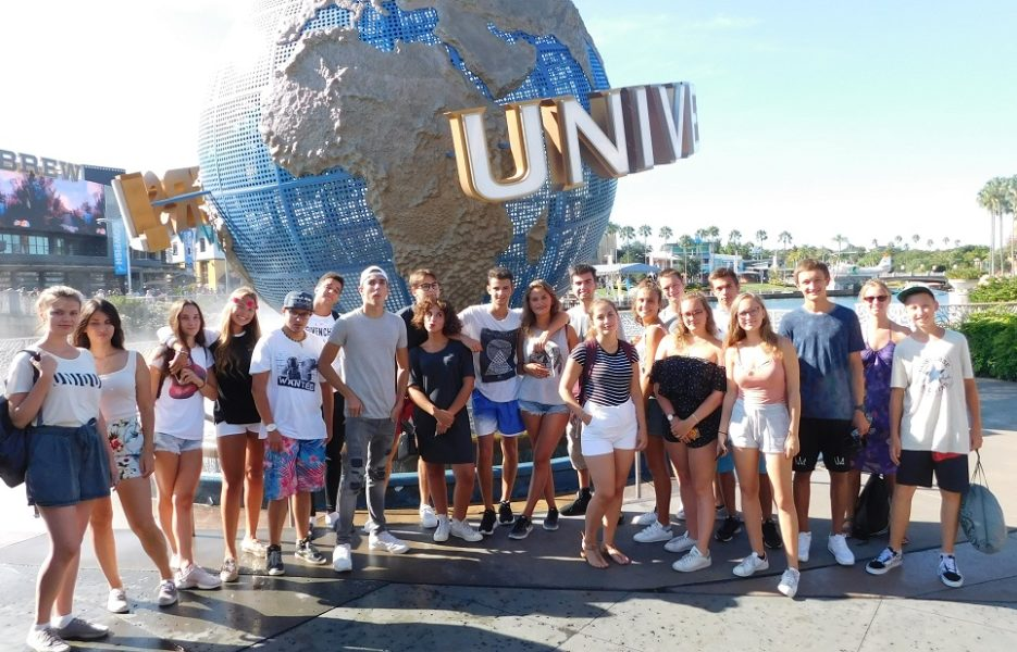OHLA-summer-camp-students-at-universal-studios
