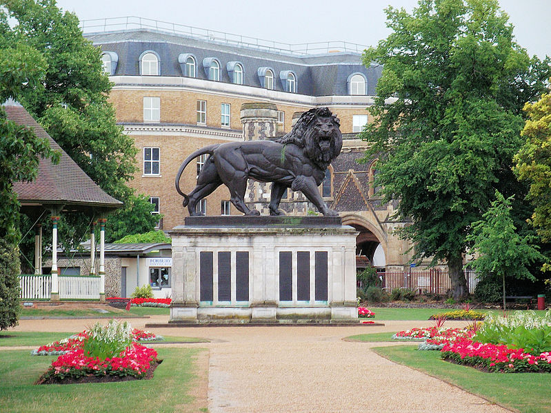 39_799px-The_Maiwand_Lion,_Forbury_Gardens,_Reading_2